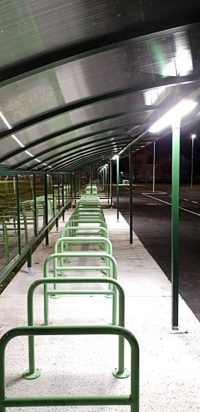 Åssiden Fotballhall utendørsbelysning sykkelparkering
